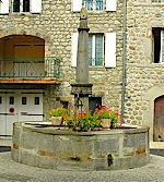 Fontaine place Saint Bonnet A Jaujac