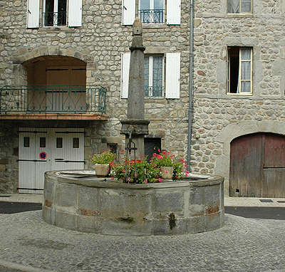 fontaine place saint bonnet